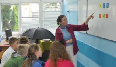 Elżbieta Szwajkowska prowadzi zajęcia podczas Białołęckiego Uniwersytetu Dzieci, 2013 r., fot. archiwum prywatne Państwa Szwajkowskich